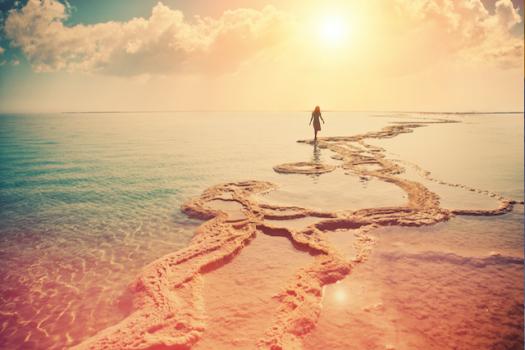 Woman-walking-on-the-beach